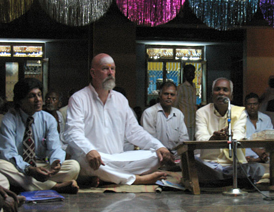 Gonga speaks to the assembly at Vadalur, Tamil Nadu, India